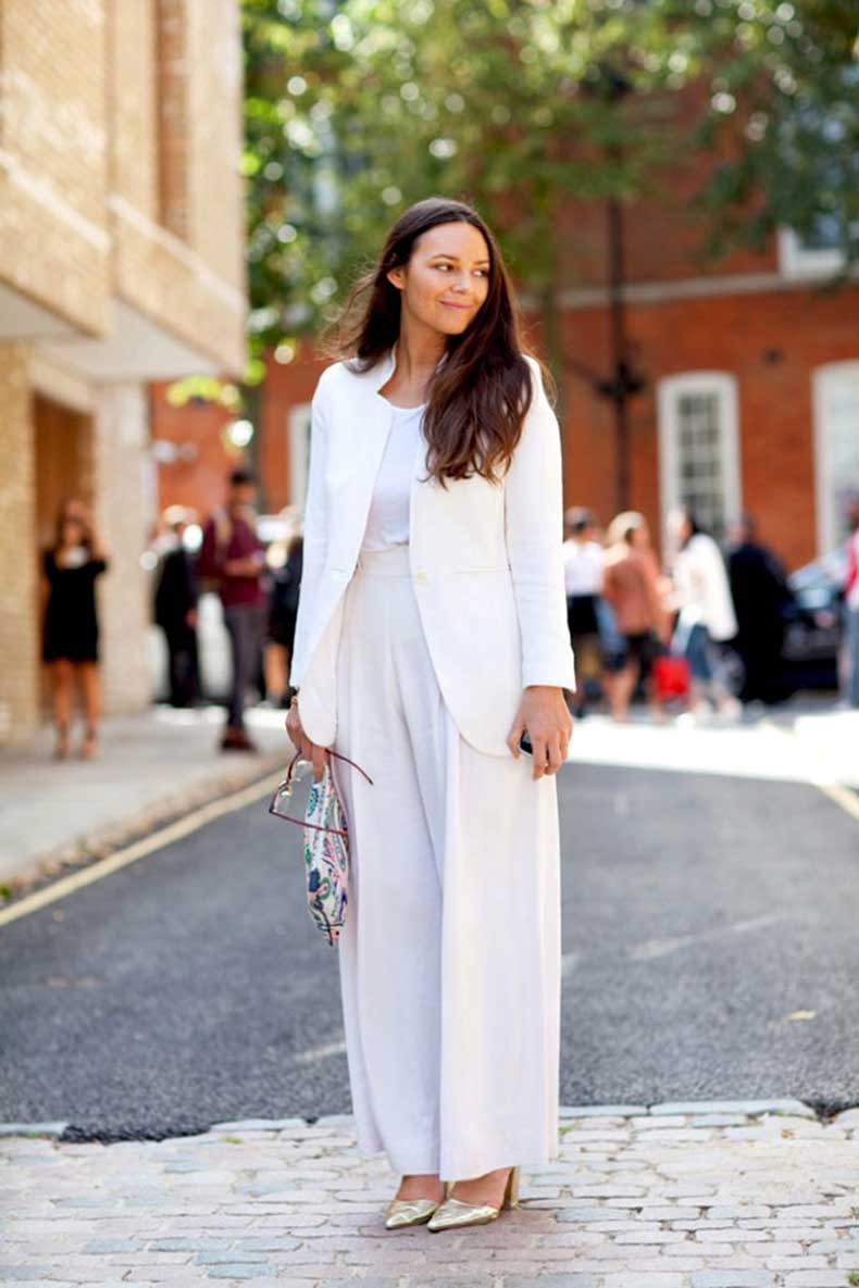 LFW-LONDON-FASHION-WEEK-STREETSTYLE-SS-SPRING-SUMMER-2013-FALL-WHITES-ALL-WHITE-LOOK-WHITE-BLAZER-JACKET-BASIC-WHITE-TEE-TSHIRT-WIDE-LEG-PANTS-GOLD-HEELS-PUMPS-CLUTCH-MINIMAL-CHIC-SIMPLE-VIA-HARPERS-BAZAAR