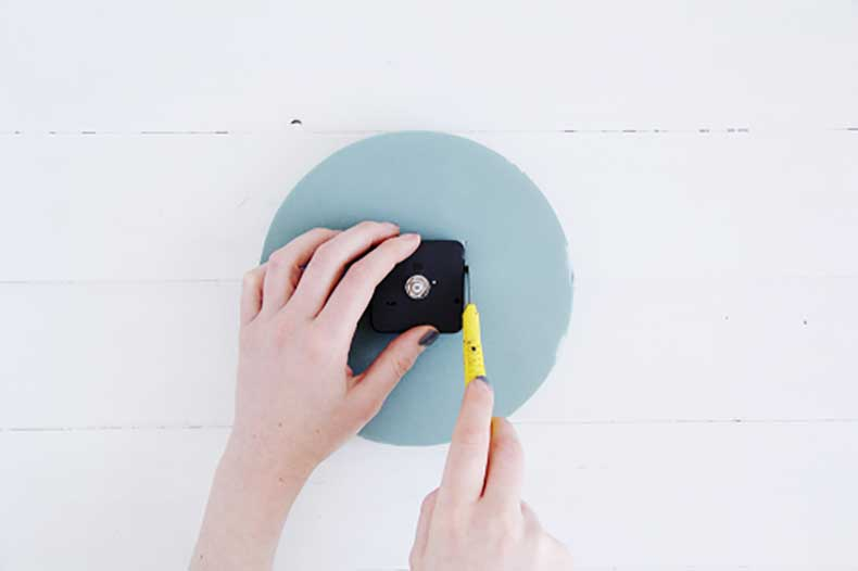 Design-Sponge-Spotted-Clock-Tutorial-5-500x333