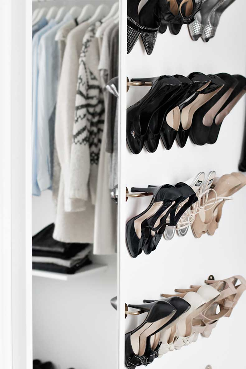 4-Le-Fashion-Blog-A-Fashionable-Home-Minimal-Bright-Walk-In-Closet-Scandinavian-Minimal-Interior-Design-Shoe-ShelvesVia-Stylizimo