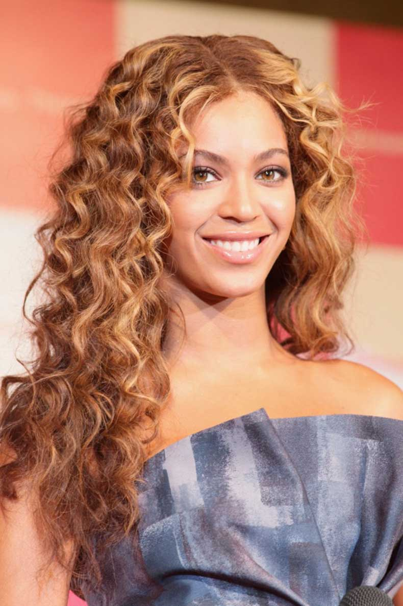 Beyonce-Long-Curly-Hairstyle