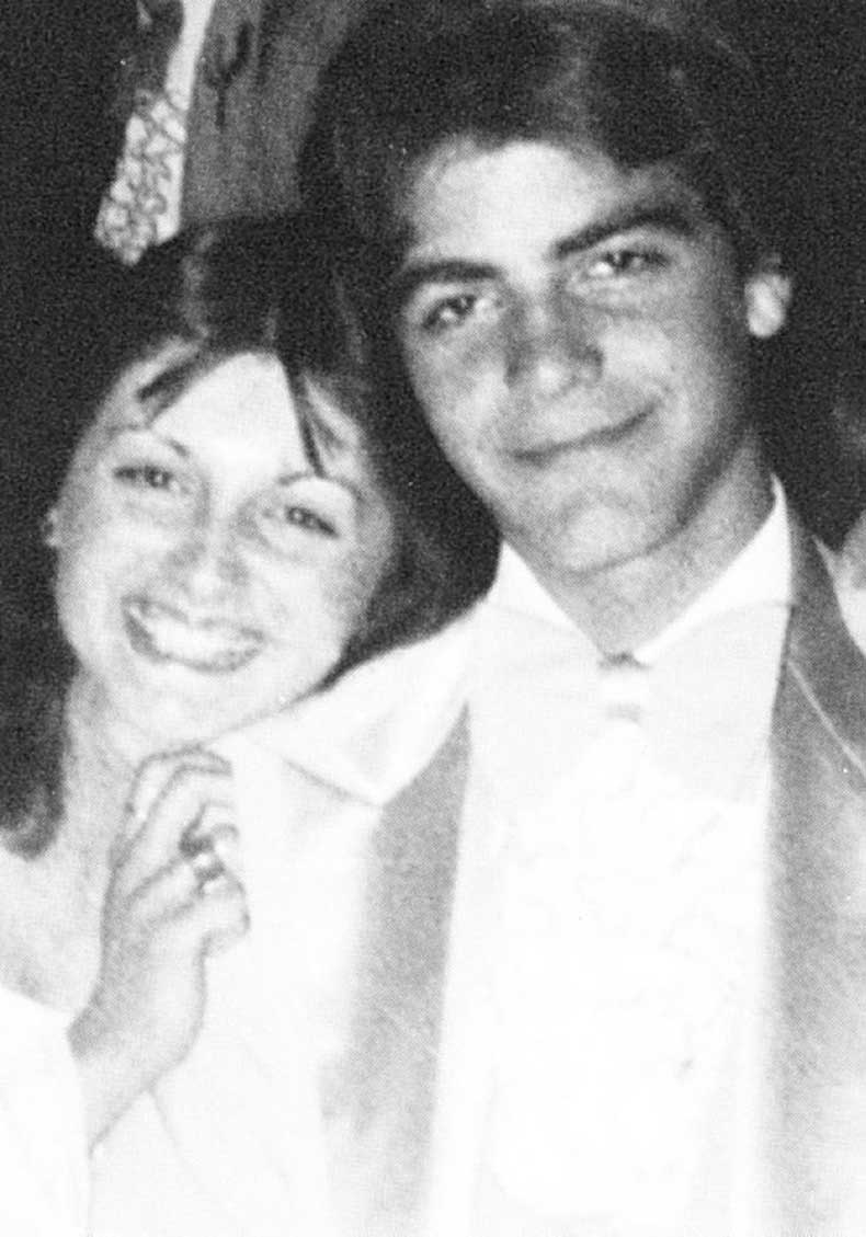 1432324864-george-clooney-yearbook-library