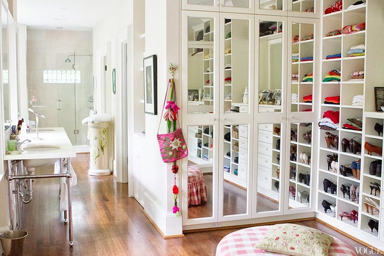 Lovely-Ideas-For-Closet-Storage-Design-Ideas-Ideas-Furniture-Pretty-White-Wooden-Closet-Cabinetry-Mirrored-Door-Wall-Painted-Women-Walk-Decor-Designs-Lovable-Small-Large-Space-
