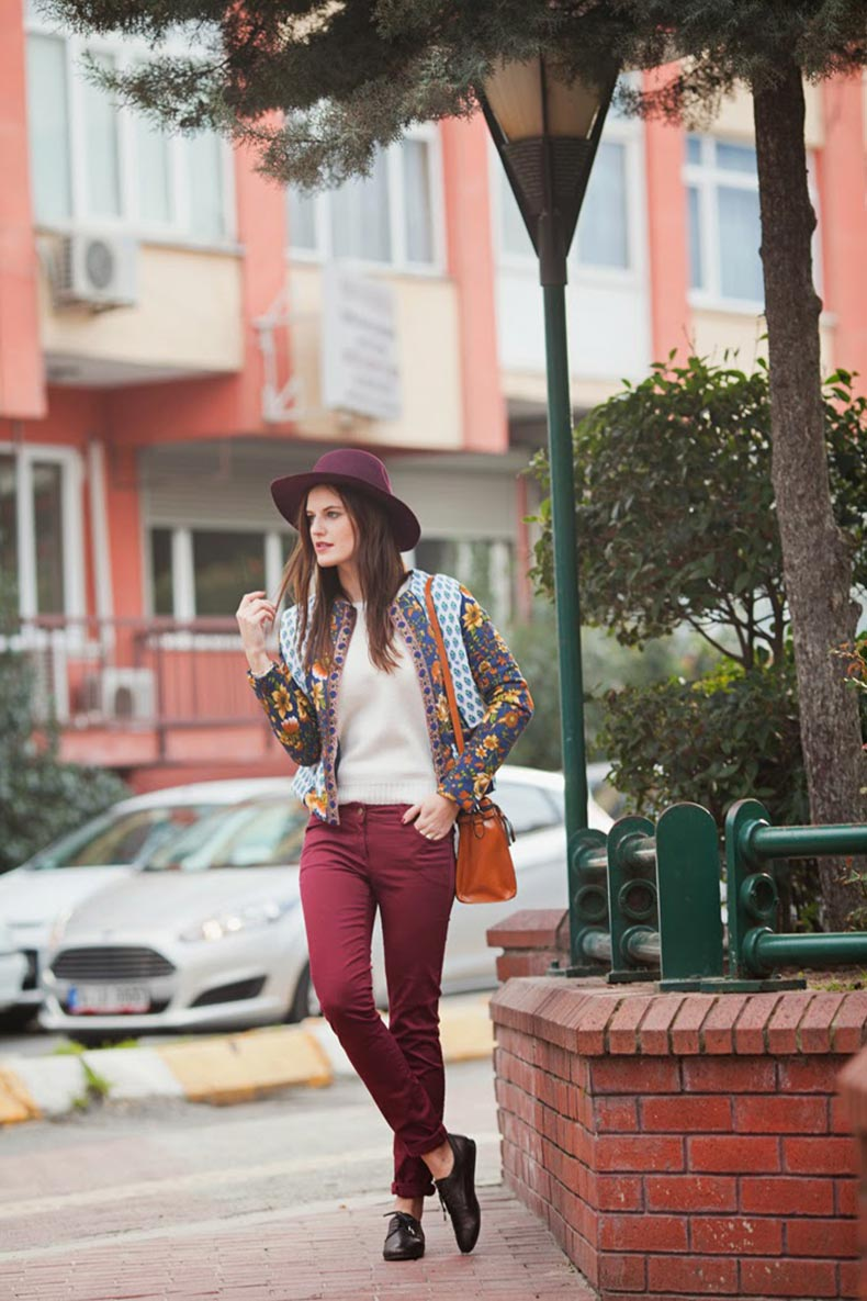 viktoriya-sener-fashion-blogger-from-istanbul-wearing-printed-asos-jacket-burgundy-jeans-asos-hat-street-style-2