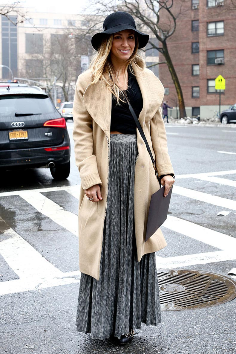 floppy-hat-meets-pleated-skirt-full-bohemian-effect