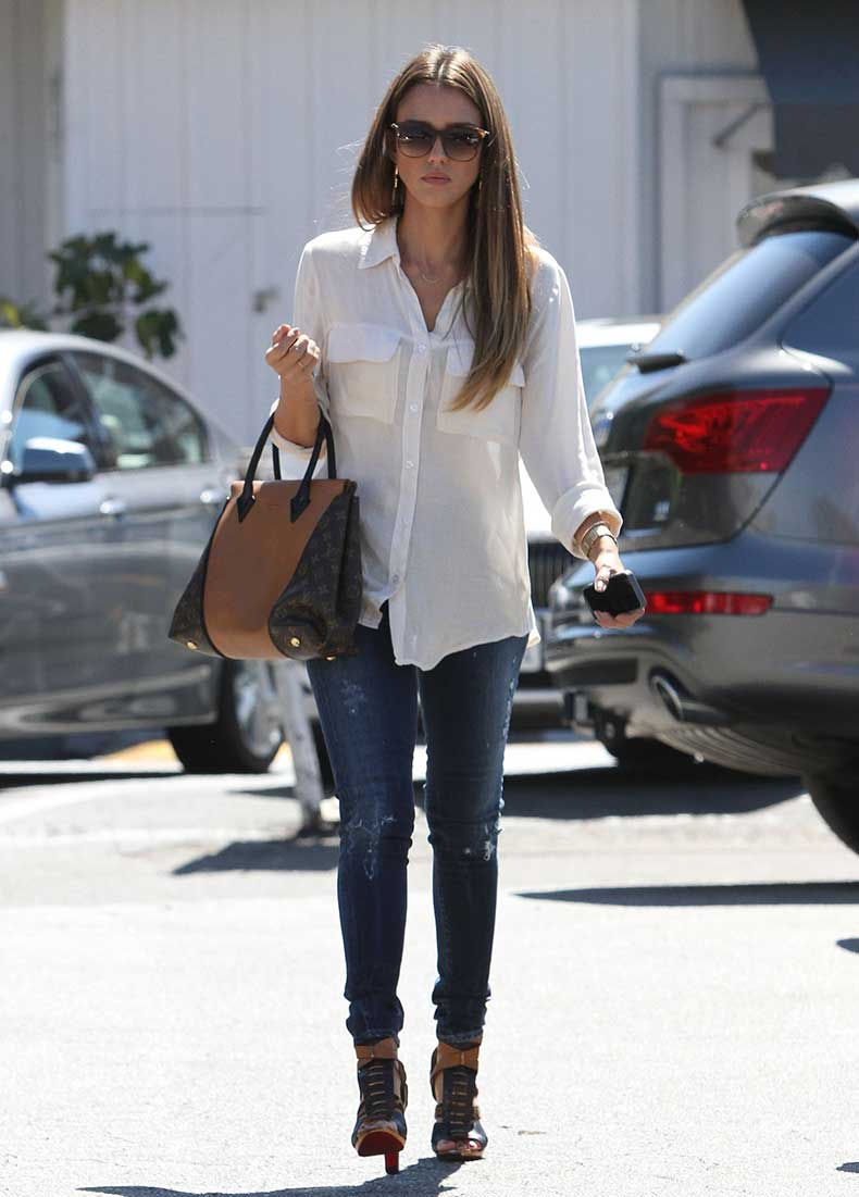 Jessica-Alba-kept-classic-white-Bella-Dahl-blouse-cool