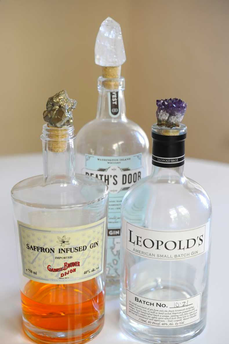 Glam-up-your-bar-cart-geode-bottle-stoppers