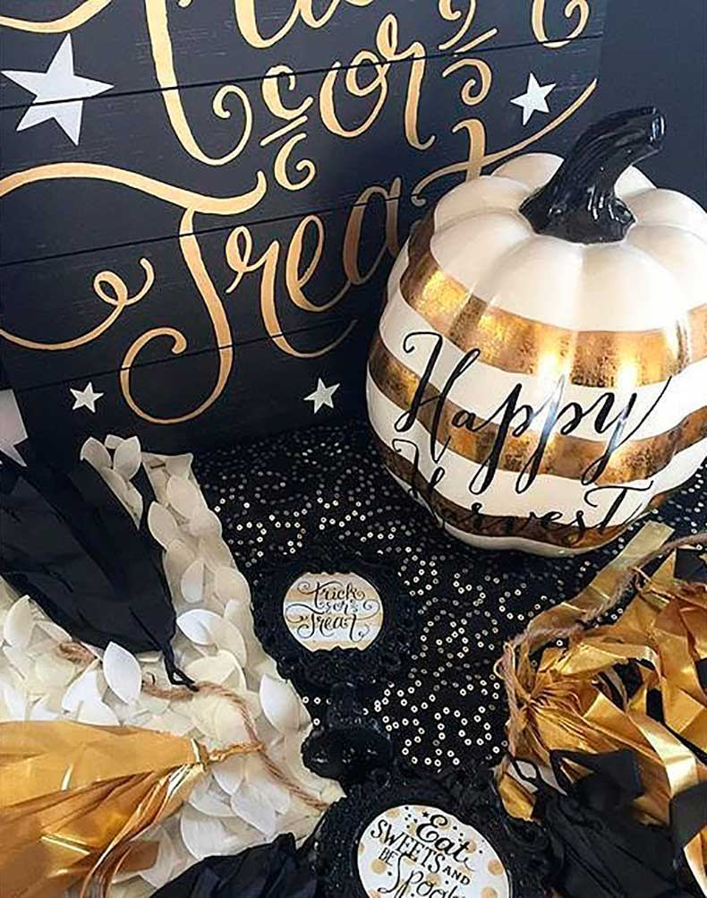 Hand-painted-messages-make-Halloween-decorations-feel-extra