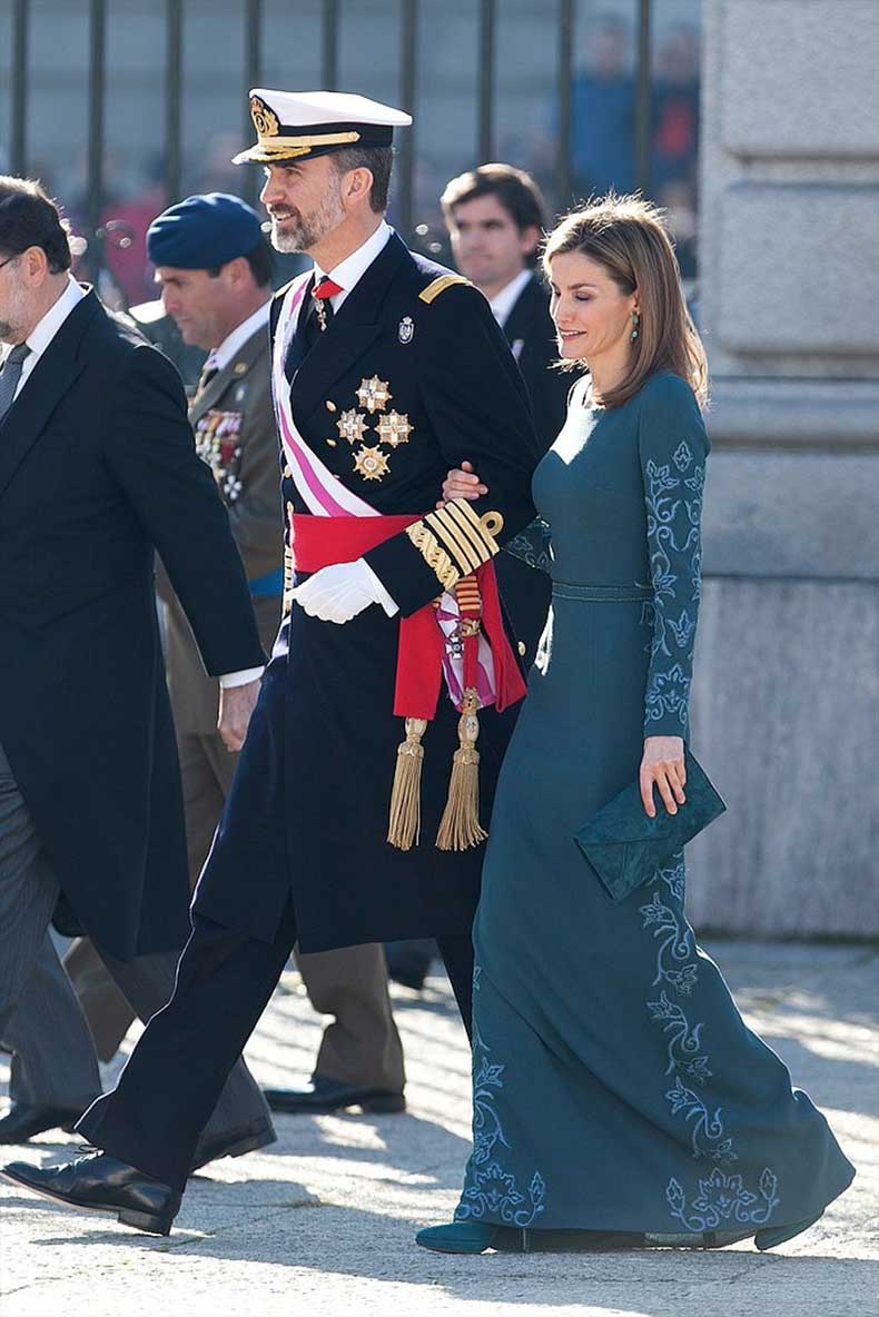 When-She-Wore-Full-Length-Gown-Walk-Around-Outside
