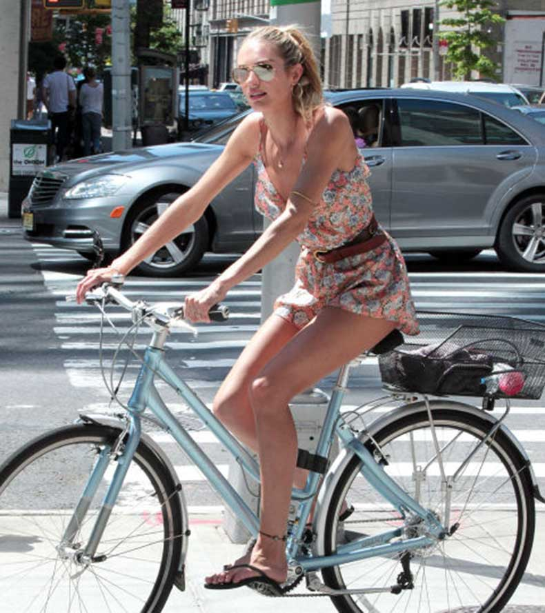 54c6b46a22477_-_hbz-celebs-on-bikes-08-candice-s-83081670