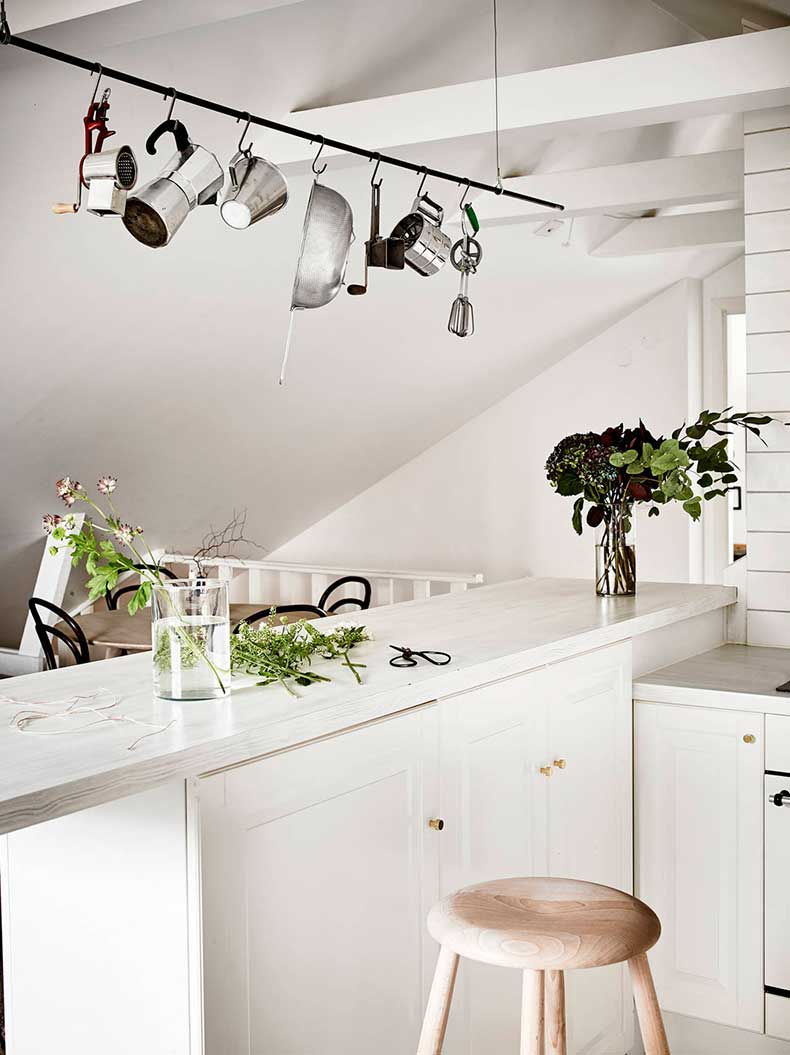 Oracle-Fox-Sunday-Sanctuary-Elsewhere-Small-Apartment-living-Alternative-Scandinvian-Interior-4