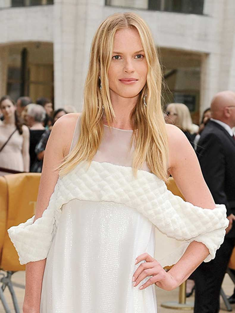 anne-vyalitsyna-barely-there-waves