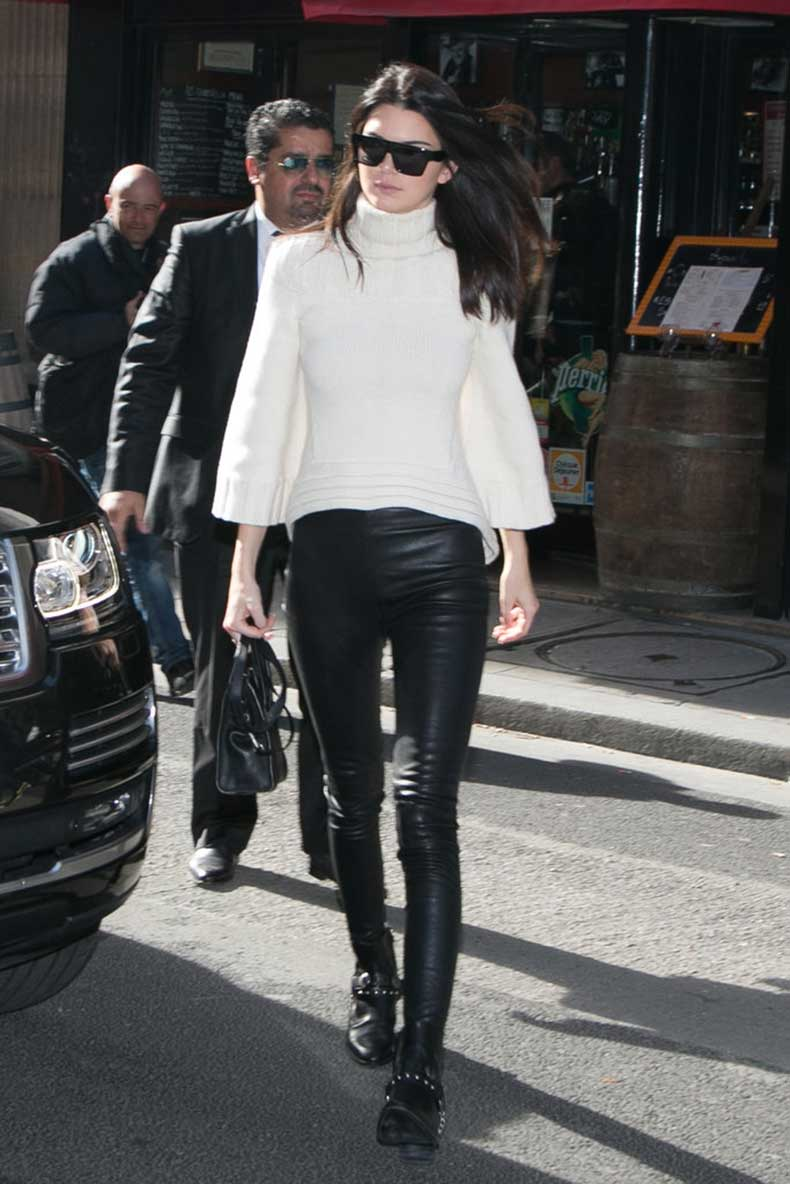 Kendall-Jenner-made-her-black--white-outfit-more-interesting