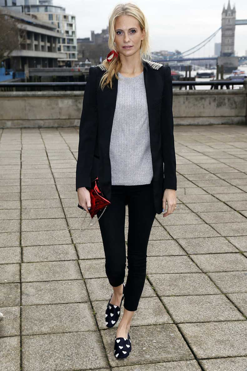 Poppy-Delevingne-put-together-cute-outfit-London-d
