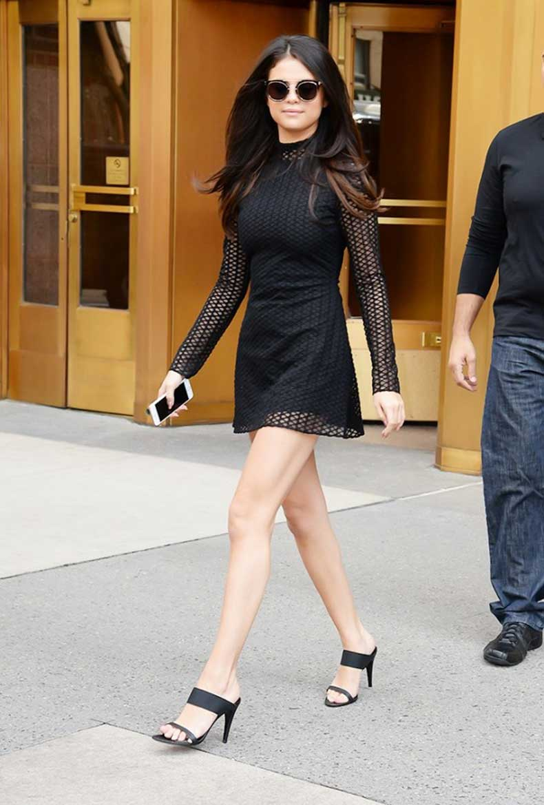 the-7-items-every-20-something-celeb-has-in-her-closet-1593140-1449863333.640x0c