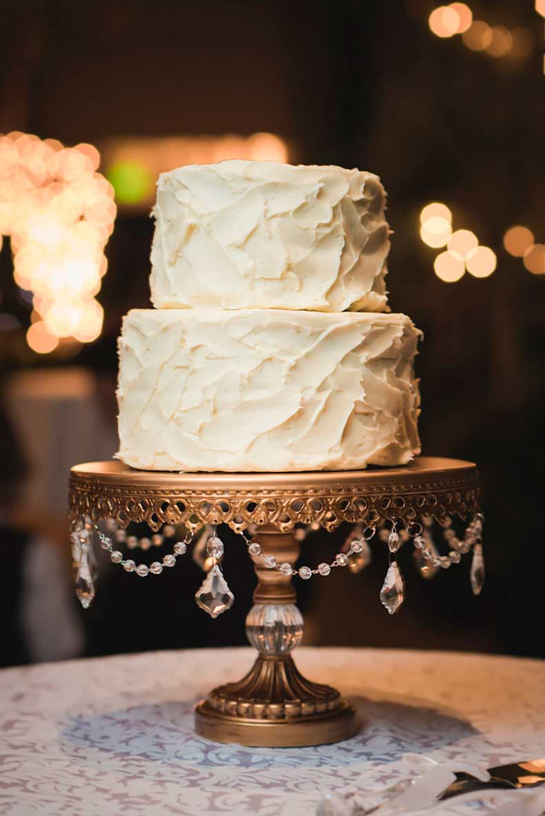 Classy-clean-how-wed-describe-wedding-cake