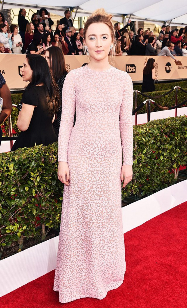 the-new-it-girl-thats-on-every-best-dressed-list-1667527-1456174637.640x0c