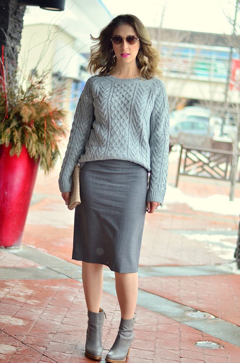 Gray_Sweater-Monochrome-Spring_Fashion_Ladies_Wearable_fashion-Canadian