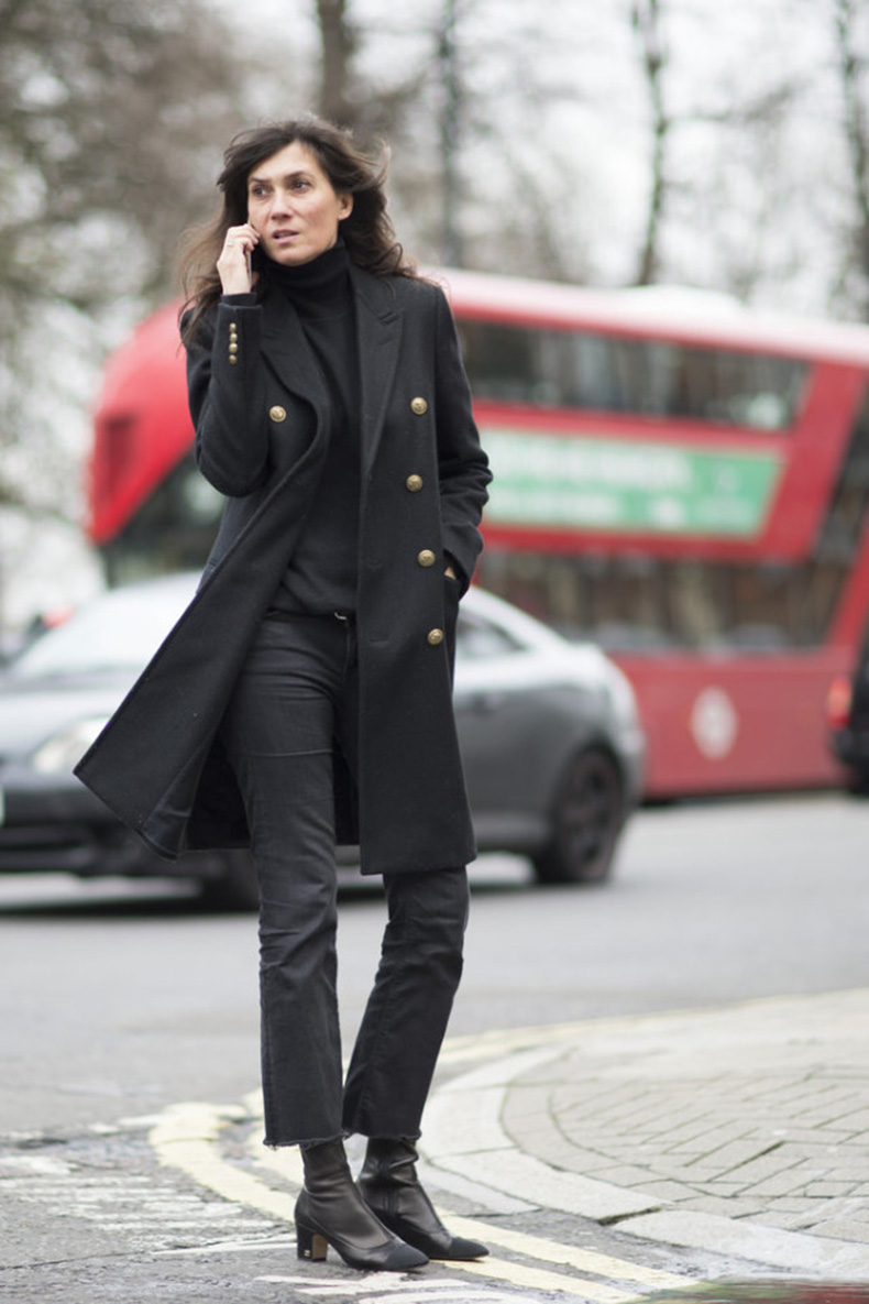 frayed-jeans-all-black-french-style-block-heels-turtleneck-work-ot-lfw-street-style-psukufit--640x960