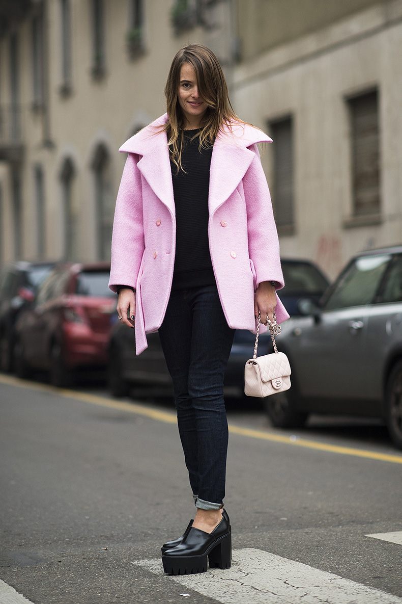 Dark-denim-black-platforms-got-perky-finish-via-her-powder-pink
