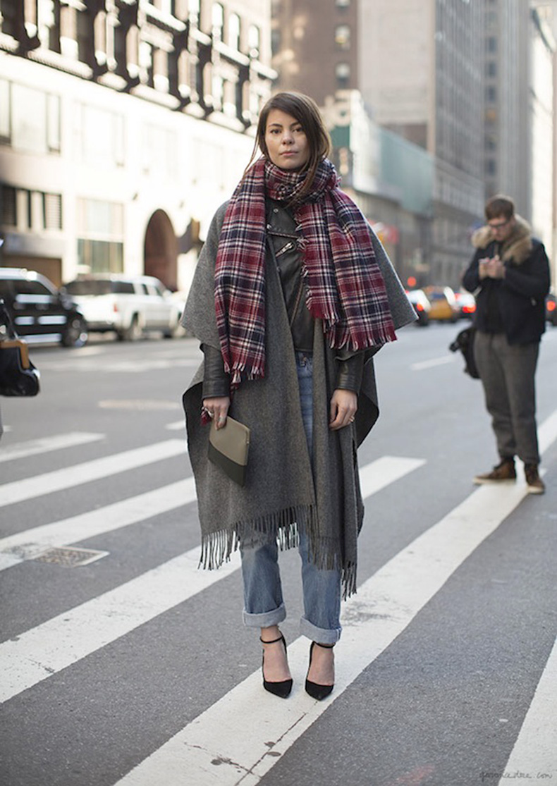 STREET-STYLE-COZY-PLAID-SCARVES-2