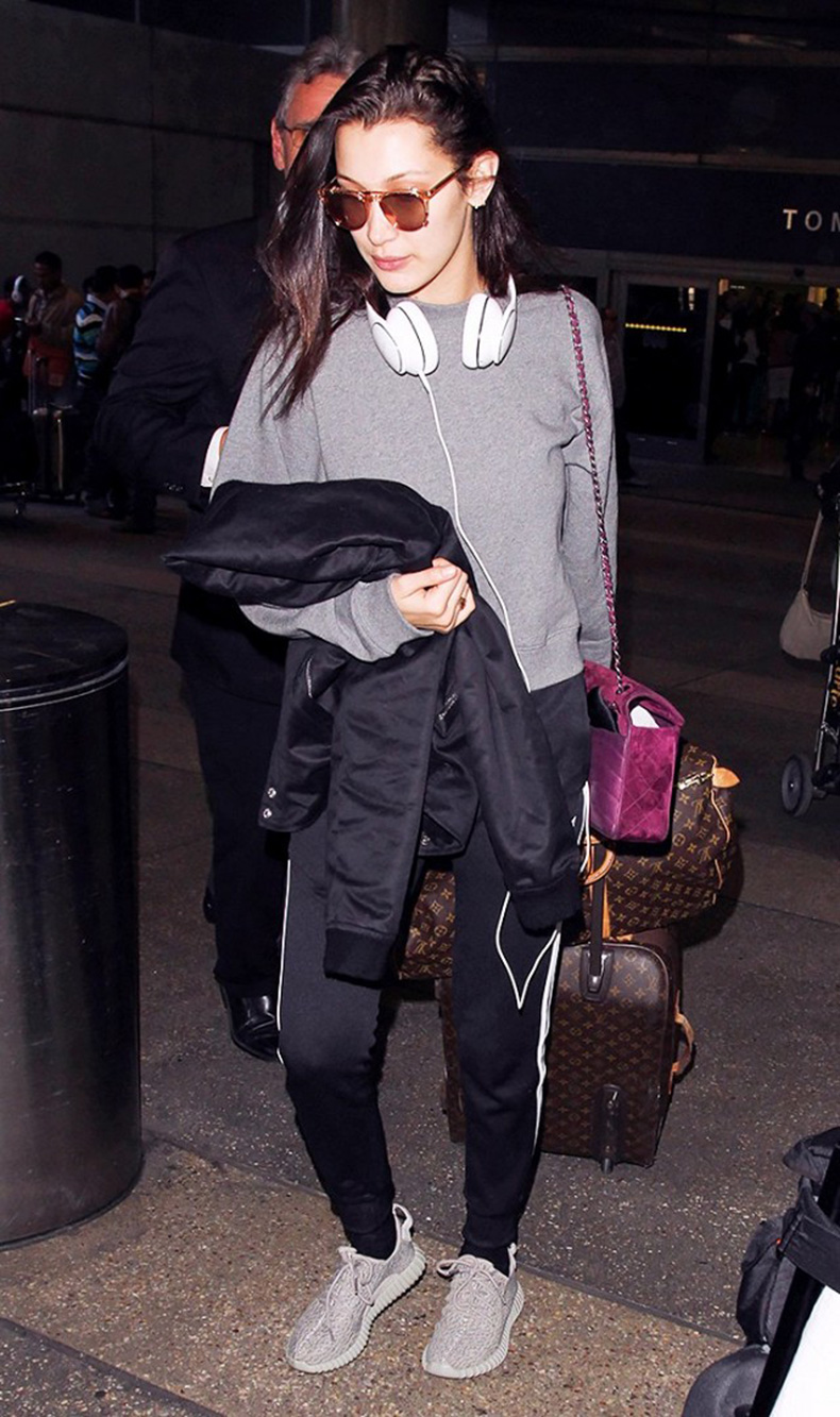tk-things-models-always-wear-to-the-airport-1715665-1459440487.640x0c