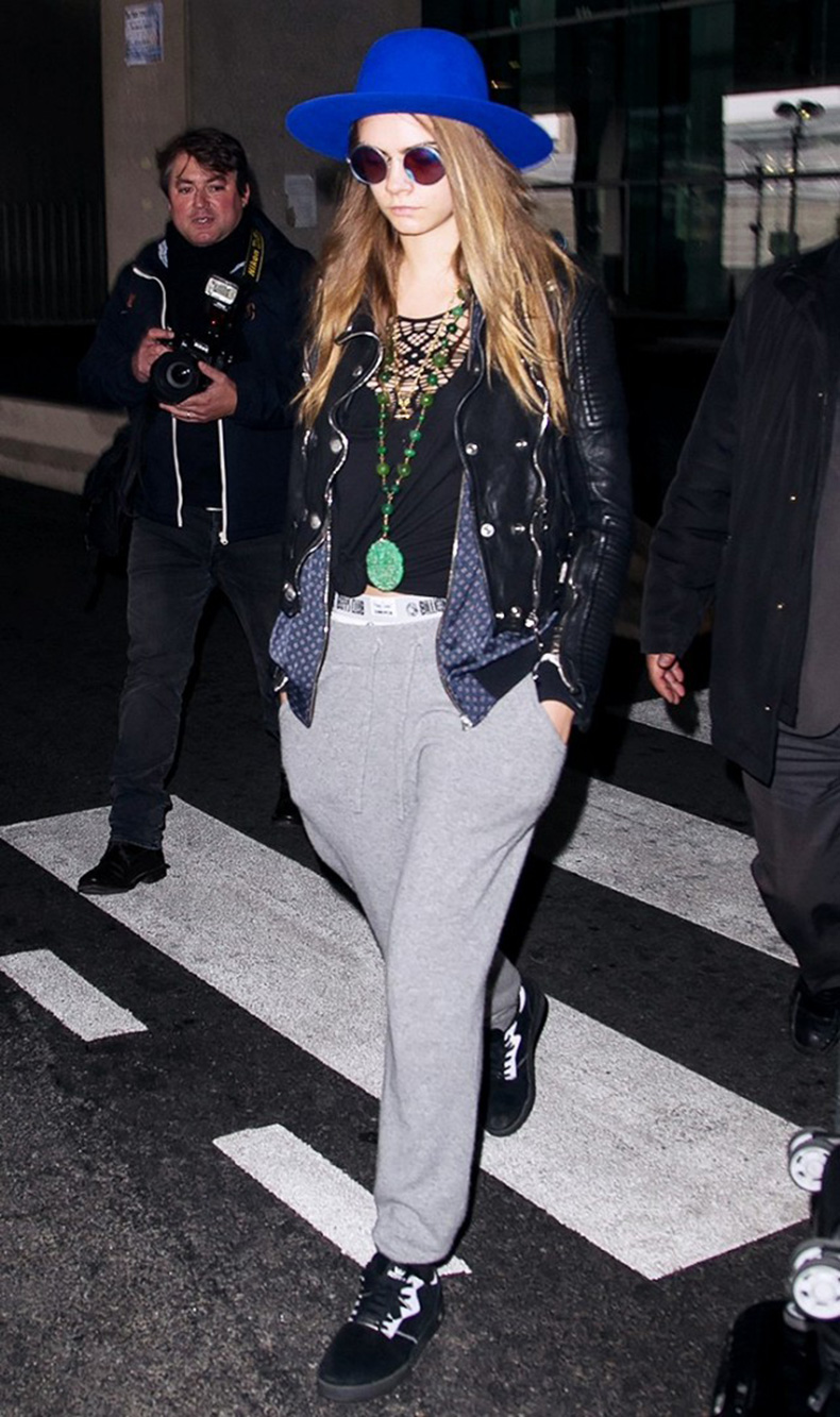 tk-things-models-always-wear-to-the-airport-1715666-1459440488.640x0c