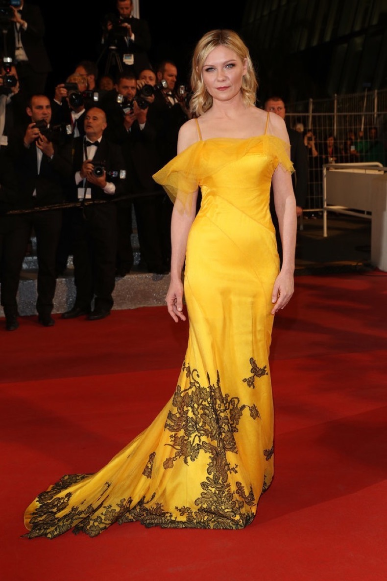 Kirsten-Dunst-slipped-glowing-John-Galliano-Maison