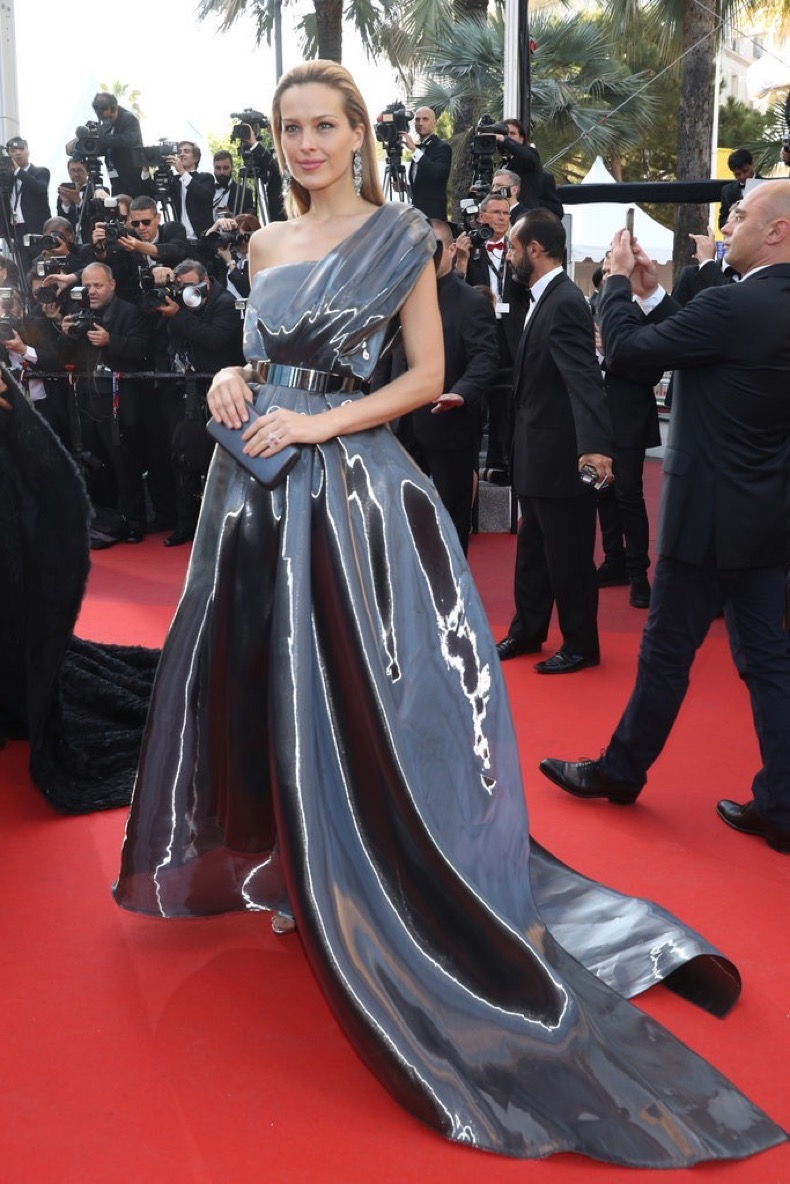 Petra-Nemcova-wore-liquid-metallic-gown-Julieta-premiere