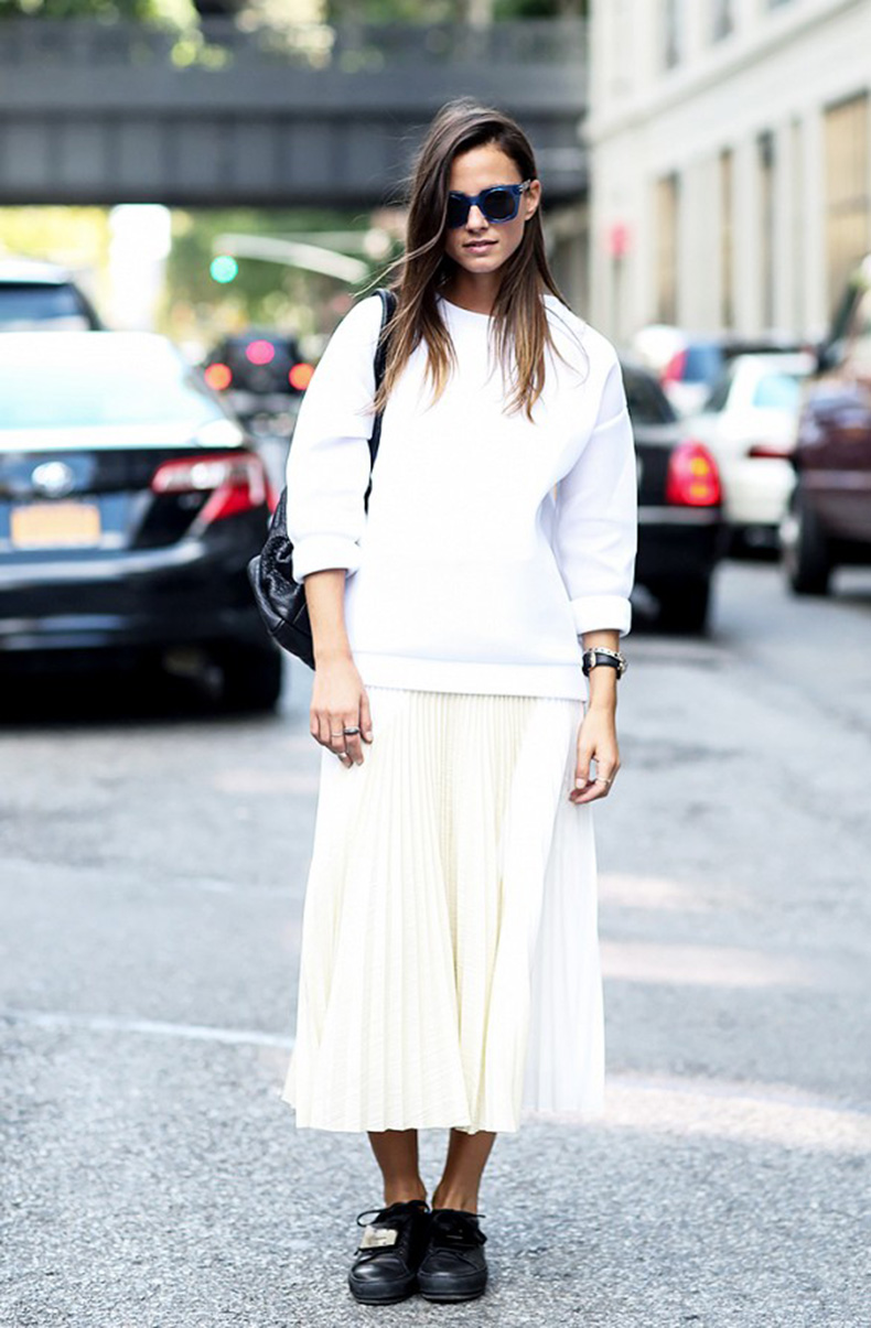 fall-whites-pleated-skirt-white-midi-skirt-long-midi-skirt-whtie-sweatshirt-mixing-whites-ivory-black-creeper-loafers-black-and-white-fall-monochromatic-via-whowhtwear1