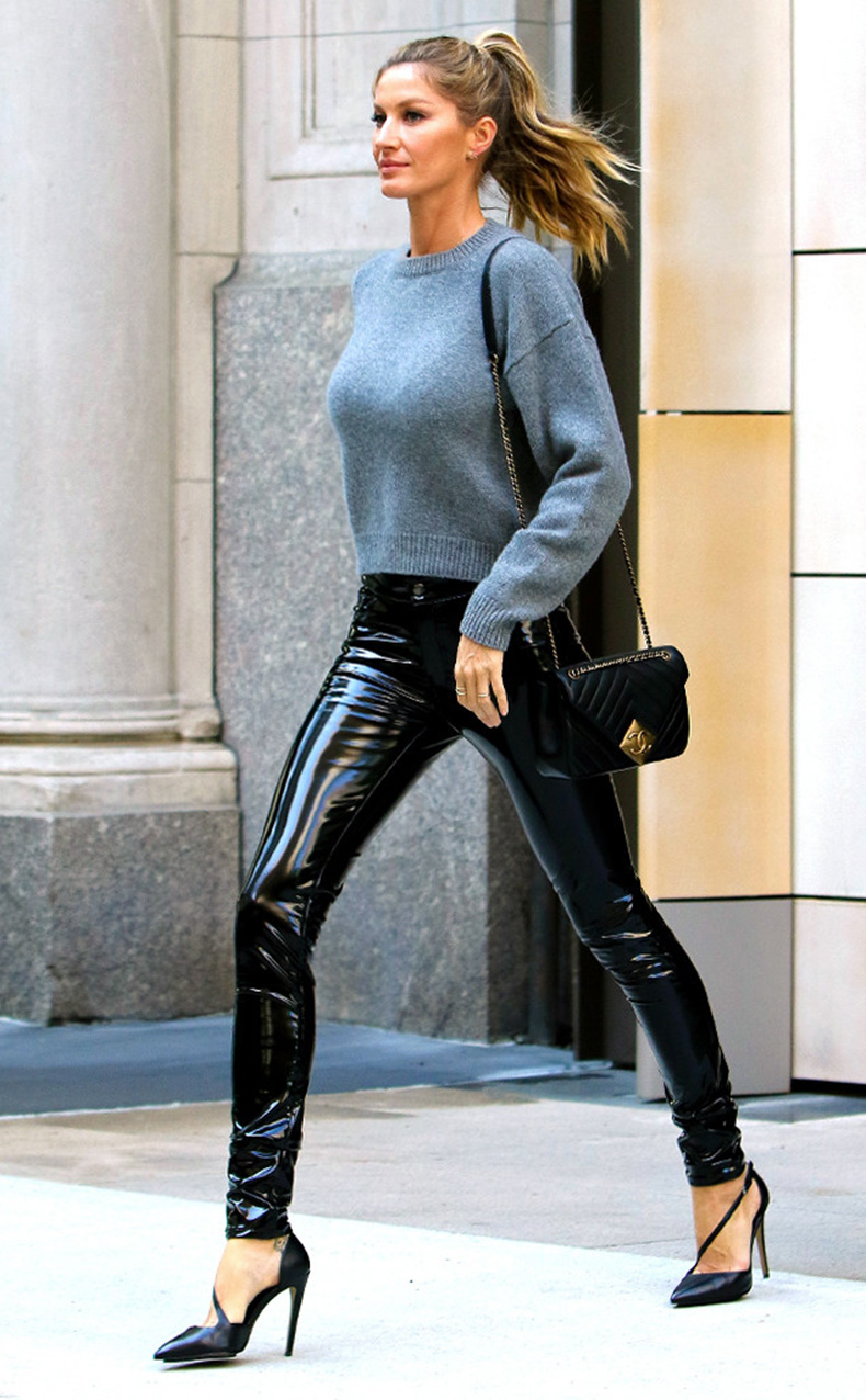 rs_634x1024-160427172859-634.Gisele-Bundchen-Leather-Pants-NYC.ms.042716