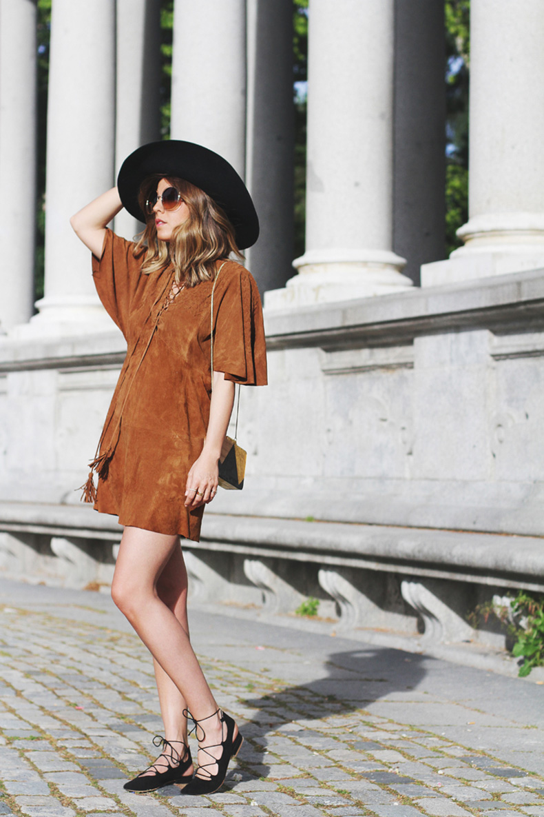 suede-dress-street-style-2_zpszhhp4q7s