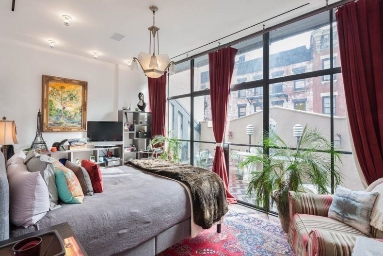 Taylor-Swift-Rents-New-York-City-Carriage-House (2)