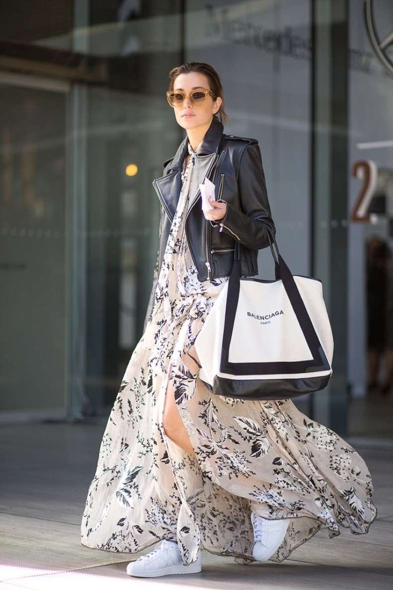 Maxi_dress_and_Sneakers_street_style_fashion_trends_moda_tendencias_front_row_blog_4