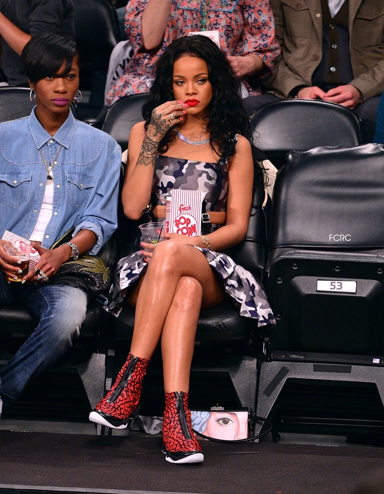 celebs-bored-at-games487141791_master