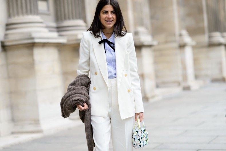 white-pantssuit-pants-suit-tie-neck-blouse-bow-blouse-bow-tie-double-breasted-blazer-work-winter-to-spring-transitional-dressing-man-repeller-pfw-street-style-elle (1)