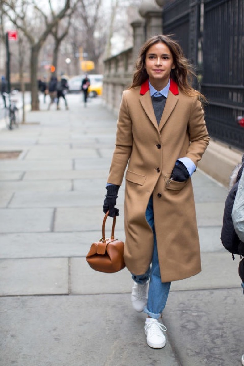winter-work-outfit-rolled-jeans-white-sneakers-colored-shirt-sweater-over-oxford-shirt-camel-coat-miroslava-duma-brunch-weekend-winter-outfits-nyfw-street-style-2016-hbz