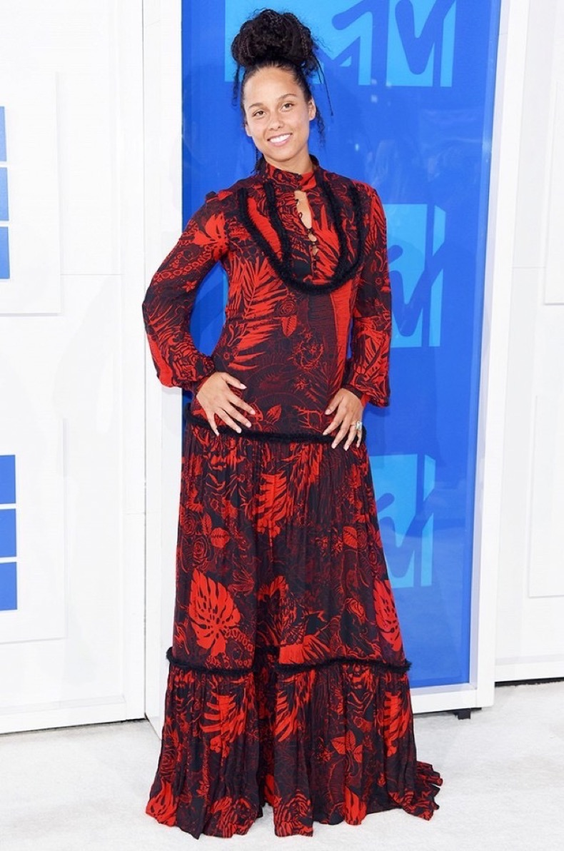 all-the-showstopping-vma-looks-you-need-to-see-1884855-1472433669.640x0c