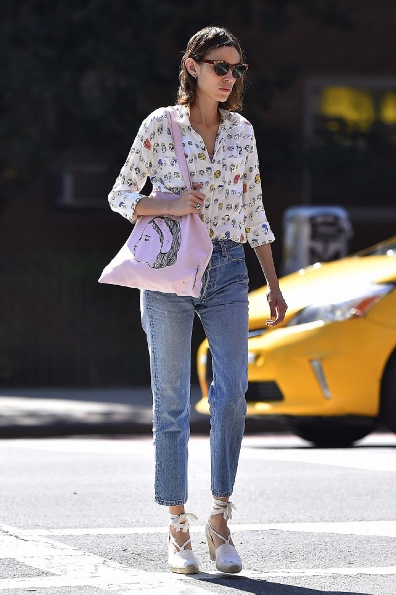 surprise-alexa-chung-is-bringing-back-these-summer-shoes-1842816-1469042934.640x0c (1)
