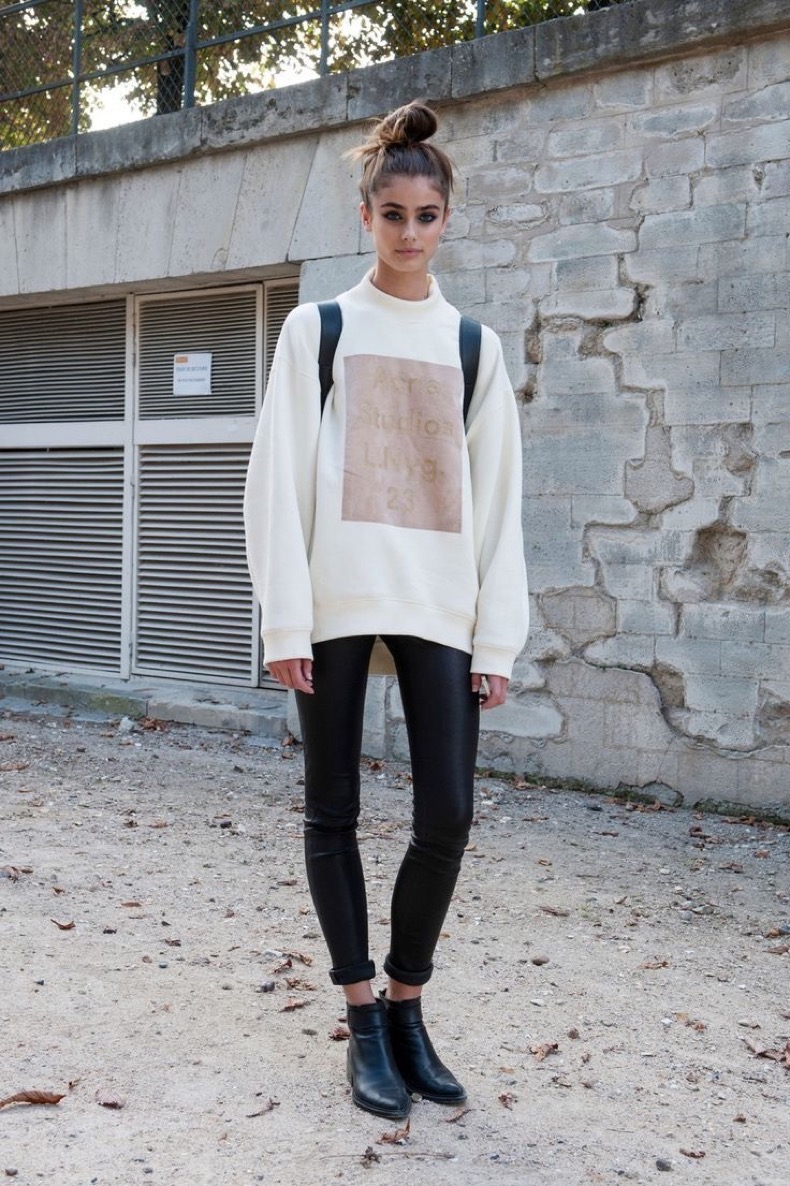23-tops-to-wear-with-leggings-this-fall-20