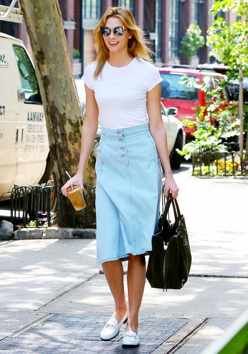 karlie-kloss-found-a-new-way-to-style-a-denim-skirt-1781038-1464121656-640x0c
