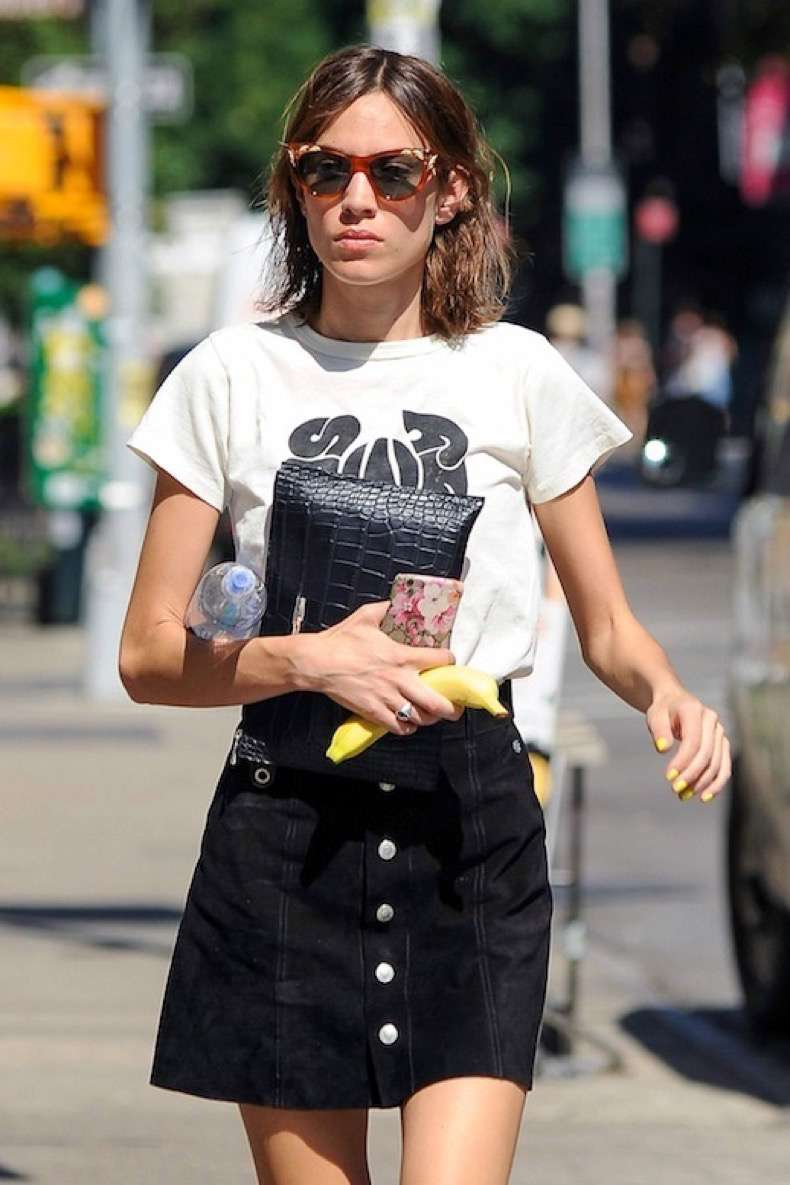 le-fashion-blog-celebrity-style-alexa-chung-cat-eye-sunglasses-black-and-white-graphic-tee-croc-embossed-clutch-suede-button-down-skirt-via-chung-it-up