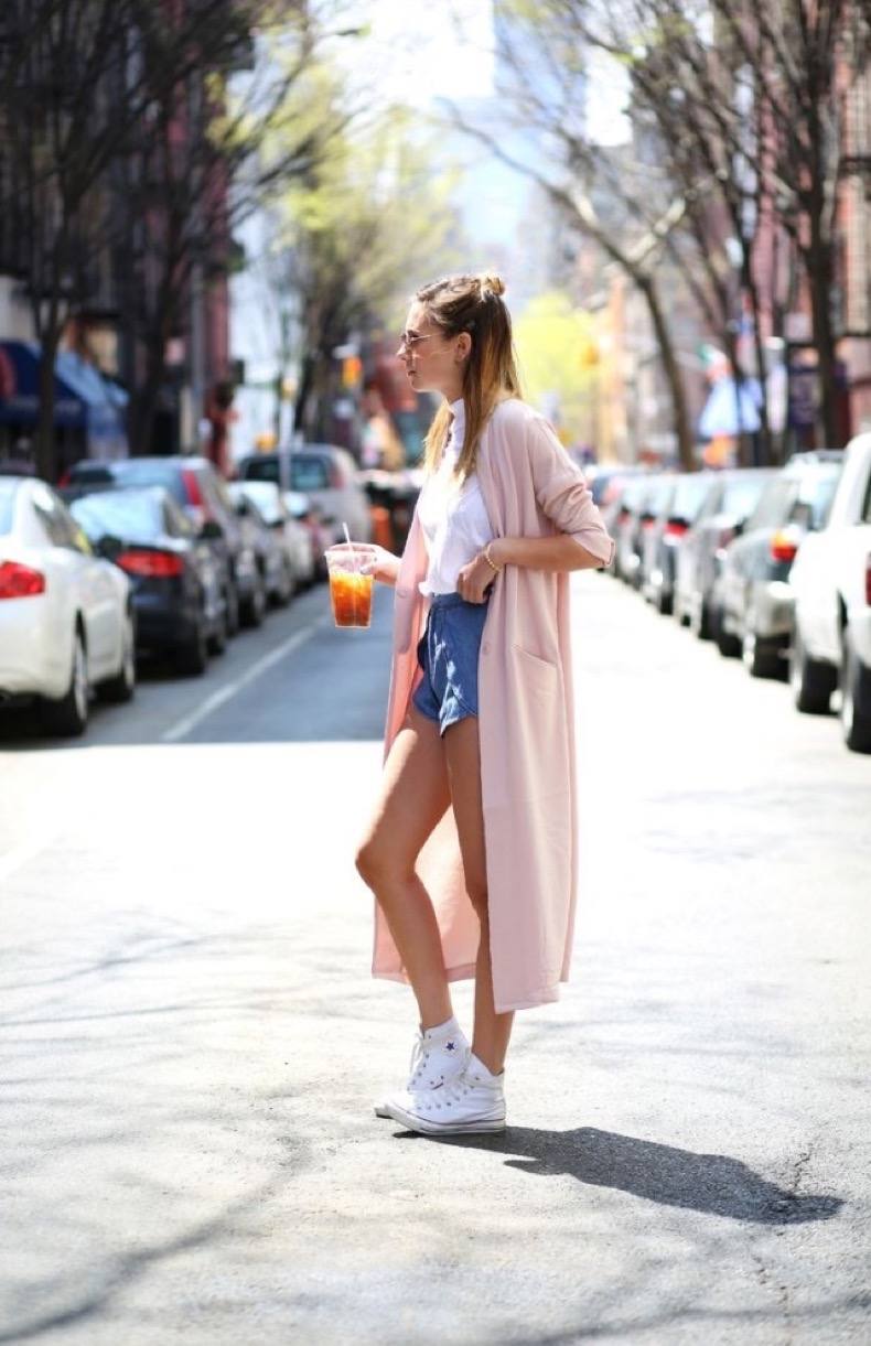 duster-coat-converse-high-top-sneakers-shorts-white-tee-summer-otufits-via-weworewhat-640x989