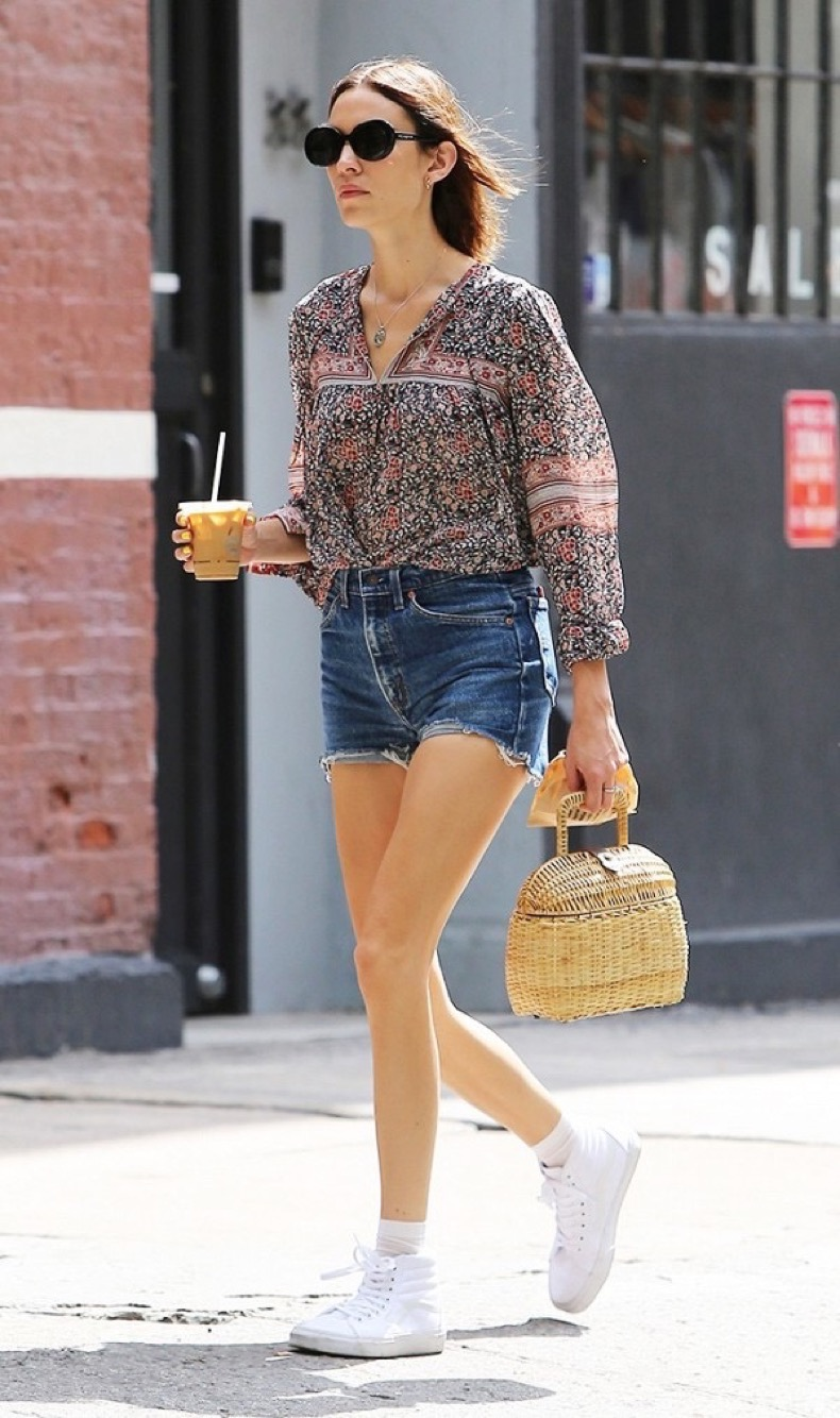 how-to-wear-shorts-when-youre-over-age-30-1850751-1469649542-600x0c