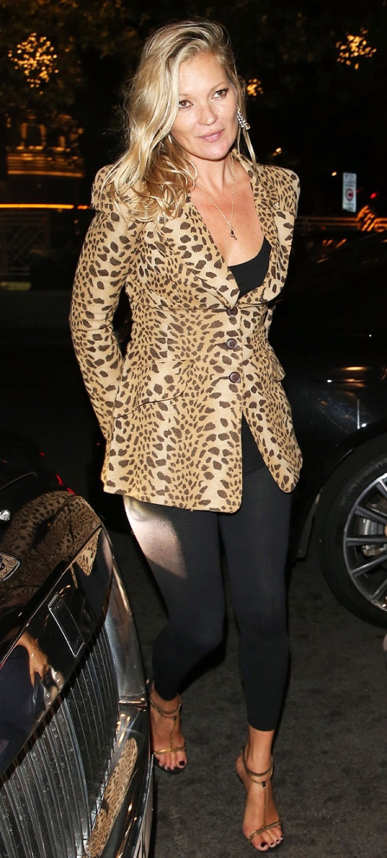 kate-moss-wearing-leggings-and-leopard-blazer-at-london-fashion-week-1963446-1478286417-640x0c