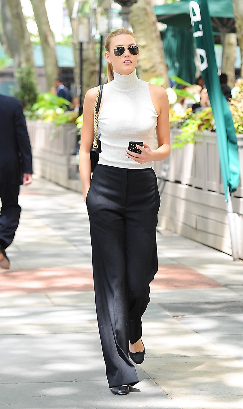 Karlie Kloss enjoys a walk on a sunny day at Bryant Park in NYC. Pictured: Karlie Kloss Ref: SPL1040150 030615 Picture by: Sharpshooter Images/Splash News Splash News and Pictures Los Angeles: 310-821-2666 New York: 212-619-2666 London: 870-934-2666 photodesk@splashnews.com